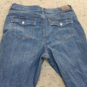 🤑⬇️🚺Levis boot cut 512 jeans